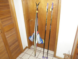 CROSS COUNTRY FISCHER SKATING MONDO 28 SKI PACKAGE 160 CM SKIS