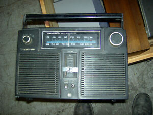 Assorted Radios AM / FM Band West Island Greater Montréal image 7
