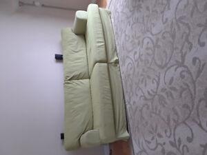 Sofa en tissu pour 4 places.