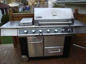 BBQ Jenn-Air en acier inoxydable à 5 brûleurs à vendre