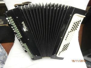 TYRA 100 BASS CHROMATIC button accordion 1960-1970 Black /grey