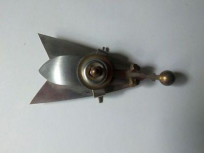 große Designerbrosche Unikat Eisenschmuck in Form einer Fliege Eisenbrosche 80er