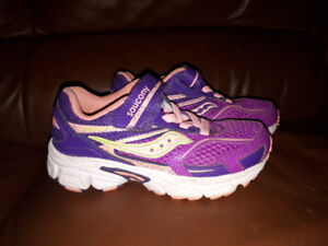 Kids saucony shoes size 11.