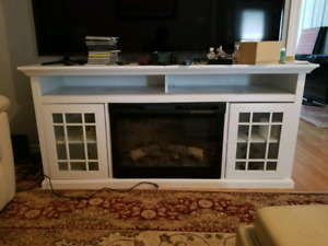 WHITE FIRE PLACE MANTLE !!!SELLING ASAP!!!