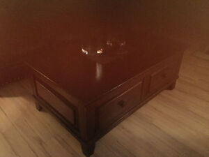 Flip top coffee table and matching end table. Solid wood Kitchener / Waterloo Kitchener Area image 1