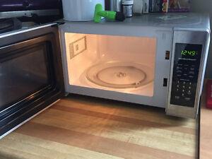 Hamilton Beach Microwave Perfect for Apartments London Ontario image 2