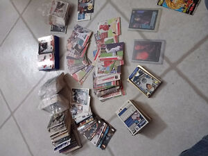 HOCKEY AND BASEBALL CARDS A LEAST 1000 LIKE NEW