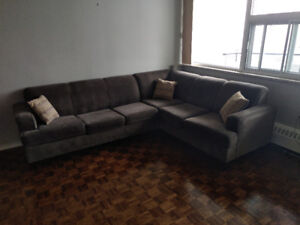 SECTIONAL COUCH w/SOFA BED FOR SALE