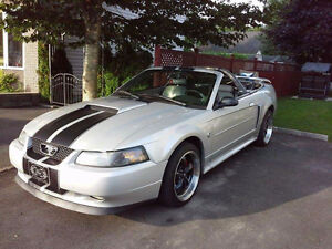 2004 Ford Mustang Full équipes Cabriolet
