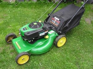 John Deere self propell  3 in 1  lawnmower w/ grass catcher