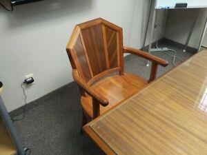 Boardroom Table / Table de conférence