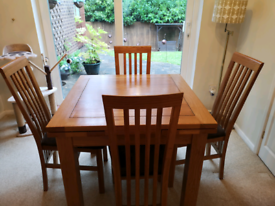 Oak furniture land extendable table & chairs
