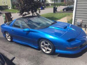 1995 Chevrolet Camaro Coupe (2 door) 6 speed man. RARE!