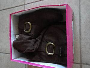 DLG Women's brown suede fashion winter boots Size 6.5 Like new London Ontario image 9