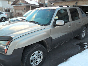 2003 Chevrolet Avalanche LT only 158 kms, safety and e-tested
