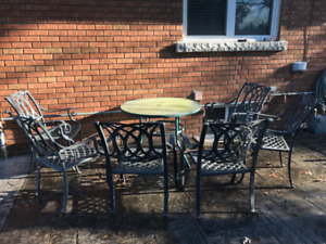 6 Outdoor Aluminium Chairs and Glass Table For Sale