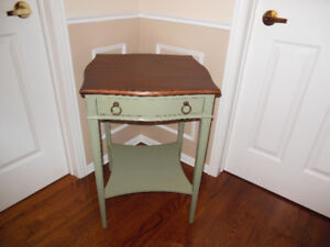 SMALL BASIL GREEN SIDE OR LAMP TABLE