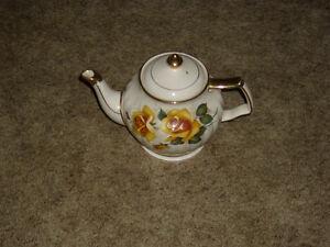 COLLECTIBLE TEA POTS London Ontario image 1