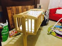 Baby cradle wooden like new with mattress with complete equipment