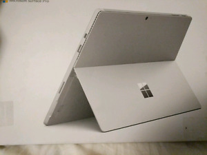 Surface pro 4 i5 128 GB with keyboard and pen