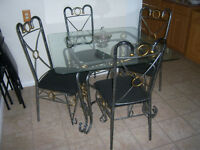PIER 1 WROUGHT IRON Glass Table & 4 Chairs / delivery