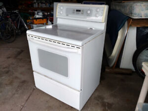 Kenmore glass top stove - Delivery possible