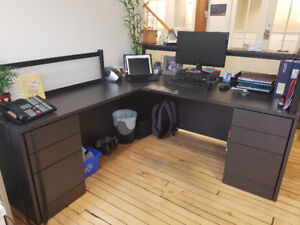 MOVING OUT...EVERYTHING MUST GO - Office desks