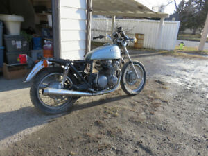Kawasaki KZ 650 motorcycle for parts or repair