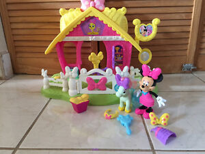 Fisher Price Minnie Mouse Jump n' Style Pony Stable
