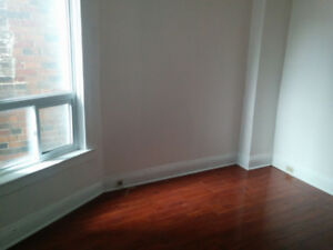 a room for rent close to Dufferin station