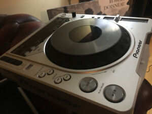 Pioneer CDJ-800MK2 Pro CD/MP3 Turntable w/ Road Ready Case