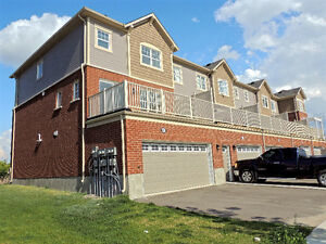 RARE OPPORTUNITY! 2016 FREEHOLD END UNIT TOWNHOME