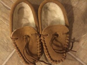 Ugg sheep wool moccasins shearling shoes boys 10 4 t