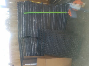 Plastic floor grate or palletts