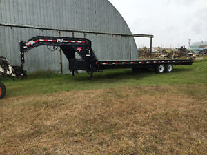 2013 PJ 28' Straight Back Gooseneck Trailer (WIDE DECK)
