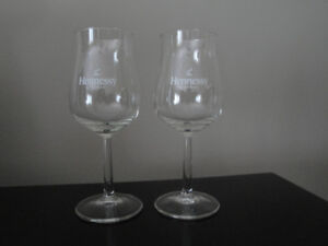 PAIR OF COGNAC GLASSES - GLASS OR CRYSTAL