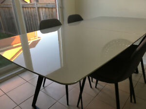Dining room table from Mobilia