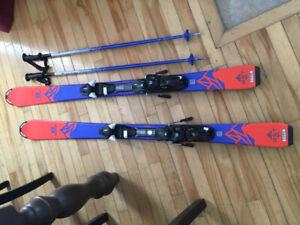 ski alpin junior(avec fixation)  et batons