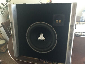 JL AUDIO Sub-woofer in box 10W3V2-D4 In good working condition.