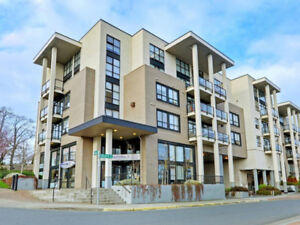 NEW LISTING: Immaculate 2bdr condo greatly located!