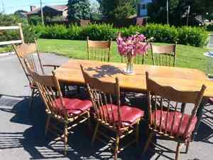 Farmhouse Table and 8  Pressback Chairs West Island Greater Montréal image 2