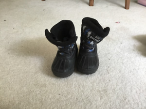 Kid's Size 6 Winter Boots