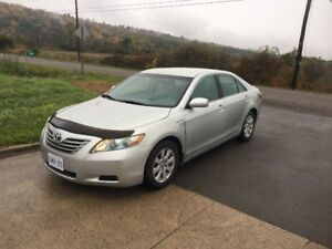2008 TOYOTA CAMRY HYBRID SEDAN- FULLY LOADED AND GREAT ON GAS