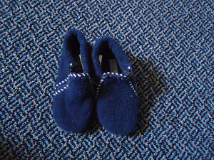 Boys Size 9 Toddle Navy Zip Up Soled Slippers Kingston Kingston Area image 3