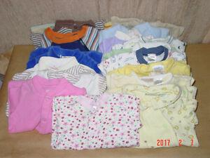 42 Pyjamas pour Bébés de 0 a 16 mois.