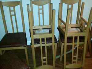 Table chairs and a hutch Kitchener / Waterloo Kitchener Area image 1