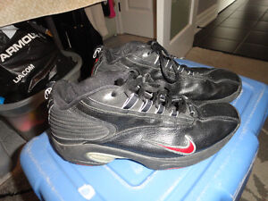 Nike Shoes Black Size 11 - Great Condition!