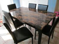 Ensemble de 1 table à manger et 6 chaises - PRIX NÉGOCIABLE