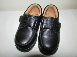 Black leather dress shoes for boys size 8 toddler.