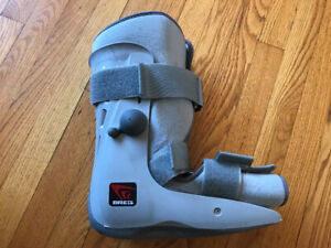 Breg Walking Air Cast Boot Medium Left Foot